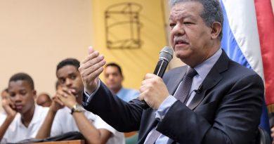 Leonel Fernández habló hoy de reelección y Constitución