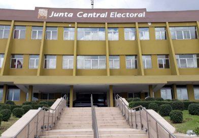 Por primera vez candidatos presidenciales reportan sus gastos e ingresos durante la precampaña ante la JCE