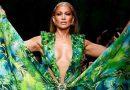 Jennifer López usa vestido verde Versace 19 años después