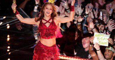 La cantante colombiana Shakira y la agrupación estadounidense Black Eyed Peas unen sus voces en el nuevo tema «Girl Like Me»